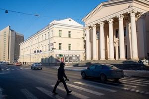 «Убрать все эти финтифлюшки»: Как в Минске уродуют красивые сталинки, делая из них убогие хрущевки